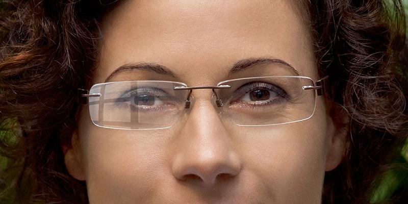 Očala brez in z antirefleksnim premazom